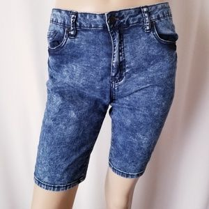 Forever 21 Premium Denim Shorts Size 31
